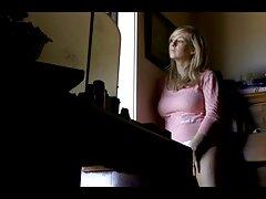عمه ماهیچه ای بالغ او را تراشیده شده روی دوربین فیلم سکسی بکن بکن در اینستاگرام نشان می دهد