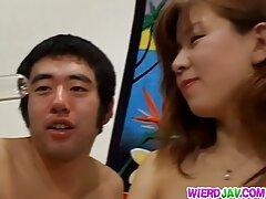 یک آماتور جوان با یک دیلو سوراخ می کند و با بکن بکن زن خارجی آرامش یک دیک را در الاغ خود می گیرد