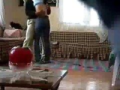 لاتینا خودش فیلم سکس بکن بکن عربی را به یک بازدید کننده تصادفی در خانه اش داد