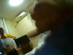 یکی از دوستان مرد دختر جوانی را که در کنار دوست پسر خوابیده اش در رختخواب است ، بی سر دانلود فیلم بکن بکن و صدا می کند