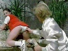 پسر طاس تقریباً جوجه کنده شده خود را در مهبل تراشیده فیلمسکسی بکن بکن می کند