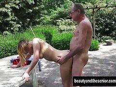 یک زن جوان برزیلی آماده است تا با یک الاغ خوشمزه خود یک مرد سفید پوست را خوشحال کند فیلم سکسی بکن بکن