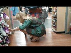 یک زن شرجی در هر سوپر سکسی بکن بکن دو بیدمشک و الاغ خود را به طور خشن دو لگد گرفت