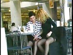 مو بورها با اشتیاق یک خروس سوپر سکس بکن ایستاده را مکیده و هر قطره را می بلعند