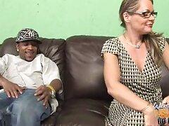 سبزه جوان در هنگام فیلم سکسی خارجی بکن بکن مصاحبه جنسی جوراب شلواری خود را پاره می کند