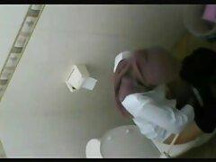 لاتینای جوان Busty نمایش کاملی از واگن واژن سكسي بكن بكن در دوربین دارد