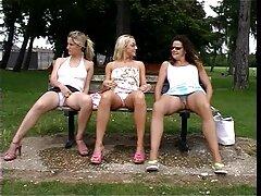 زن خانه دار بالغ در جوراب ساق بلند ، روی قارچ از بالا پرش می کند و دچار گرفتگی می بکن بکن سکسی خارجی شود