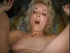 مدل عکسهای بکن بکن خفن پورن معاشقه الاغ خود را در مقابل مردان تکان می دهد